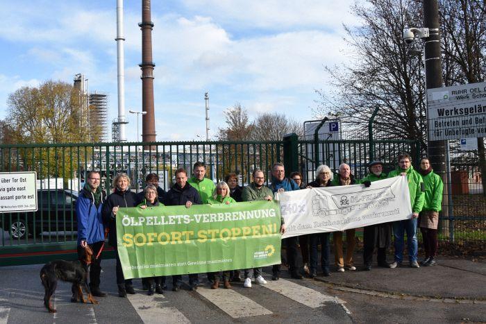 Bündnis90/Die Grünen und BUND Kreisgruppe Wesel protestieren gemeinsam gegen die - trotz gegenteiligem Ratsbeschluss der Stadt Gelsenkirchen - weitere Verbrennung von giftigen Ölpellets im Uniper-Kohlekraftwerk Scholven