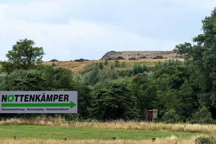 Inmitten ländlicher Idylle: Deponie Mühlenberg, auf der von der Firma Nottenkämper widerrechtlich giftige Ölpellets verbracht wurden.