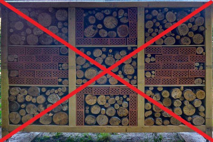 """Kein Vorbild: Insektenhotel in Schermbeck in der Straße """"Im Bruch"""""""