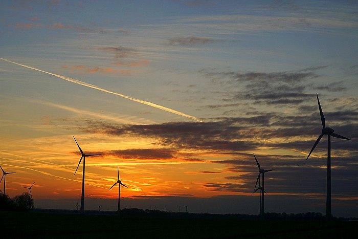 Windräder in der Abensonne bei Rheurdt